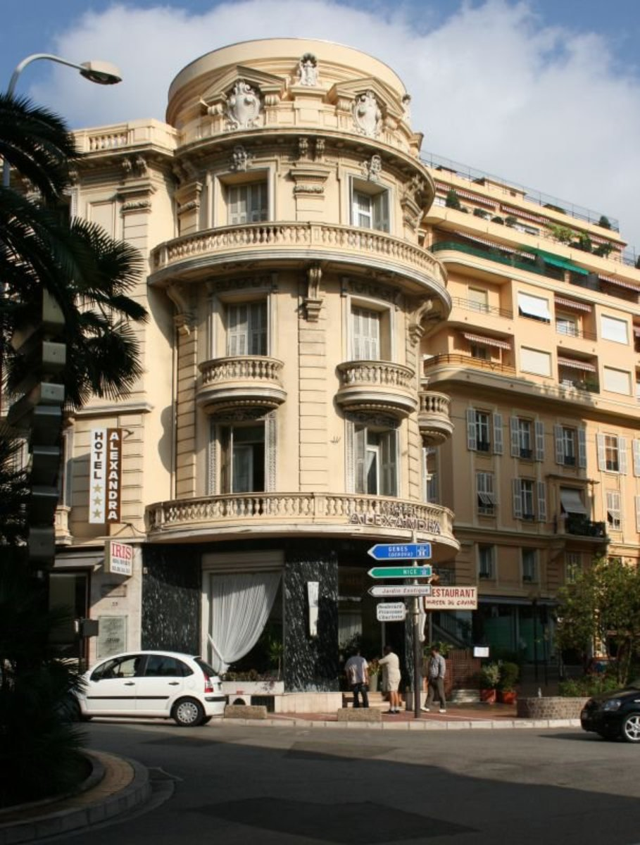Hotel Alexandra as it was just two years ago, on the corner of  Boulevard Princesse Charlotte and Boulevard des Moulins