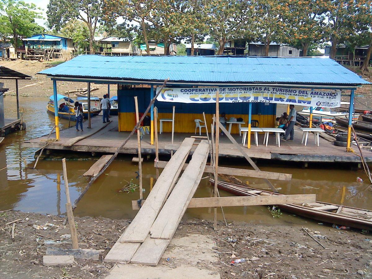 Leticia, floating platform