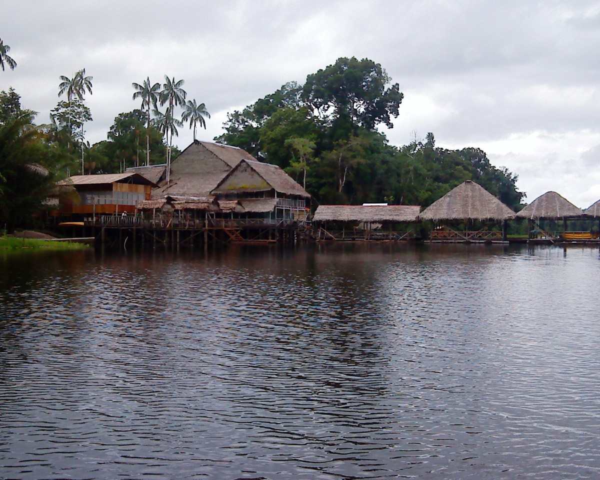 Marasha - The wooden lodge beside the lake