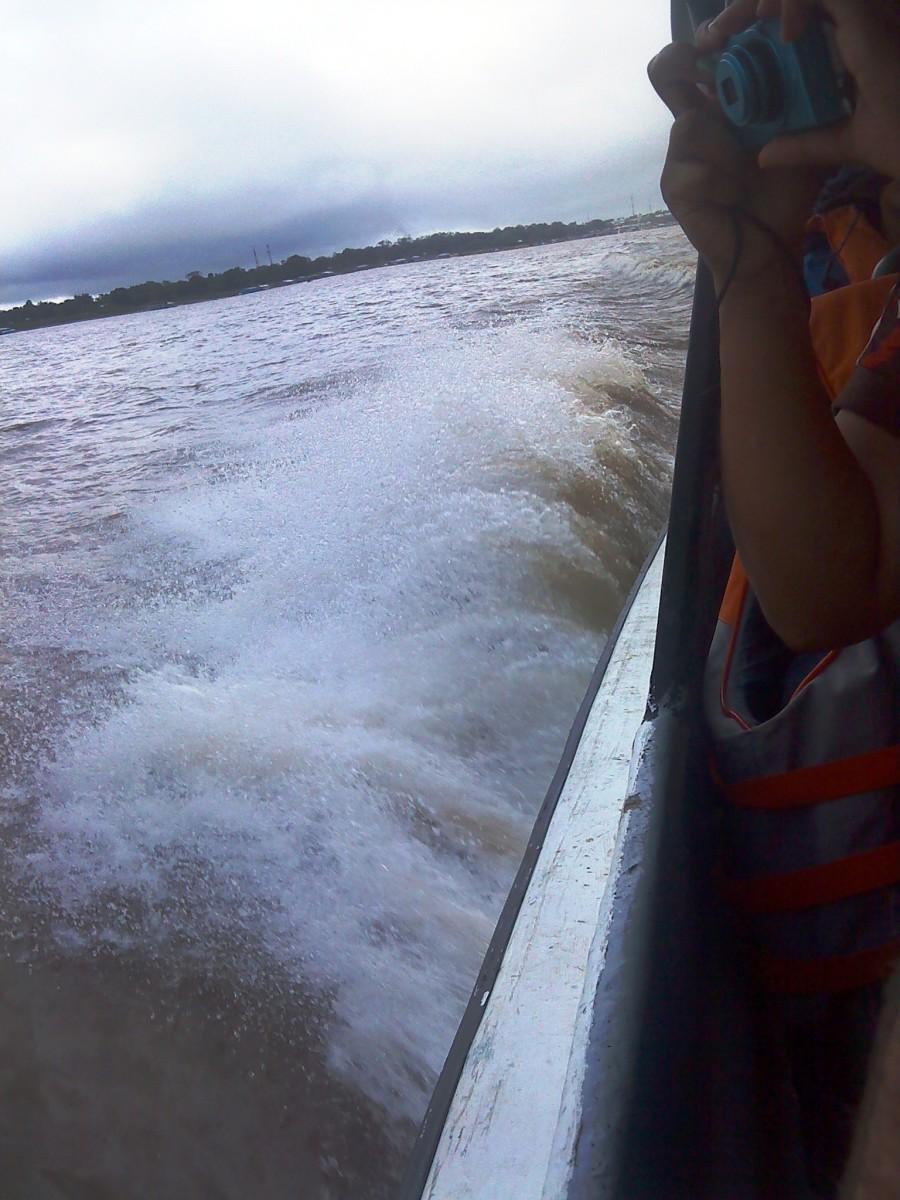 Crossing the Amazon towards Marasha.