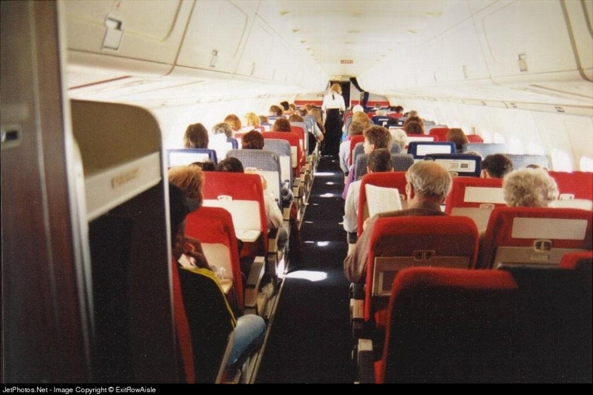 DC-9 Interior. 2 on left, 3 on right