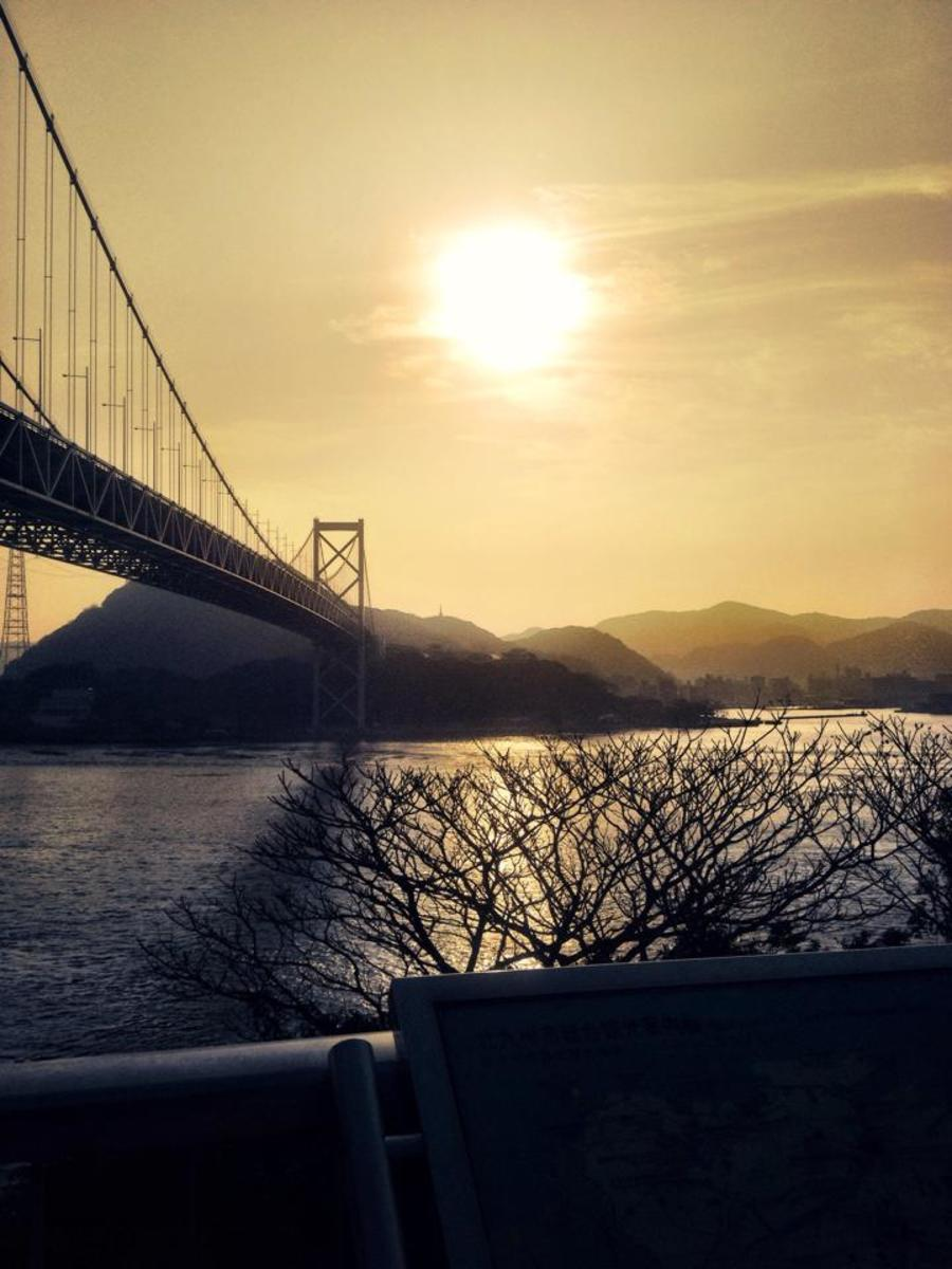 This breathtaking view can be seen for free from the Shimonoseki City, Yamaguchi Prefecture side of the bridge.