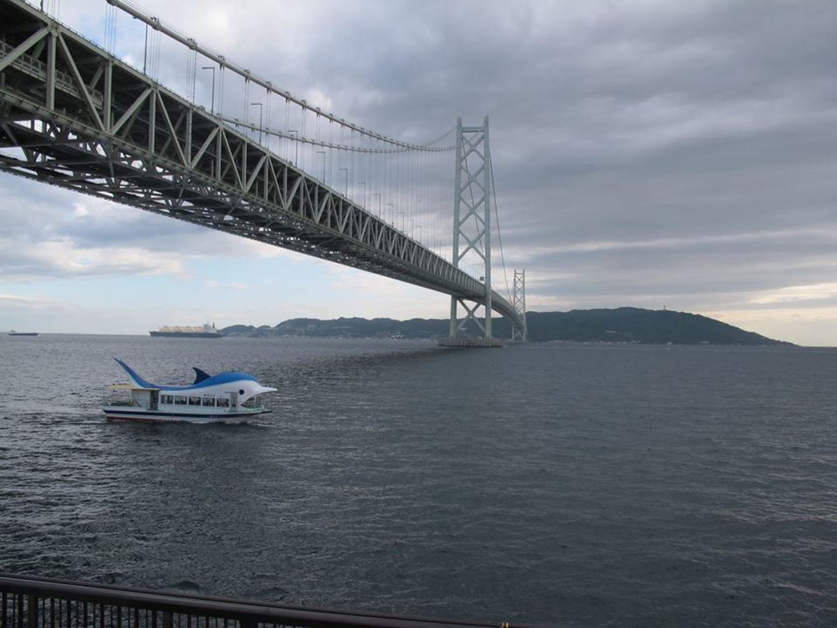 At almost 2km in lenght, thhe Akashi Kaikyo Bridge is the longest suspension bridge in the world.