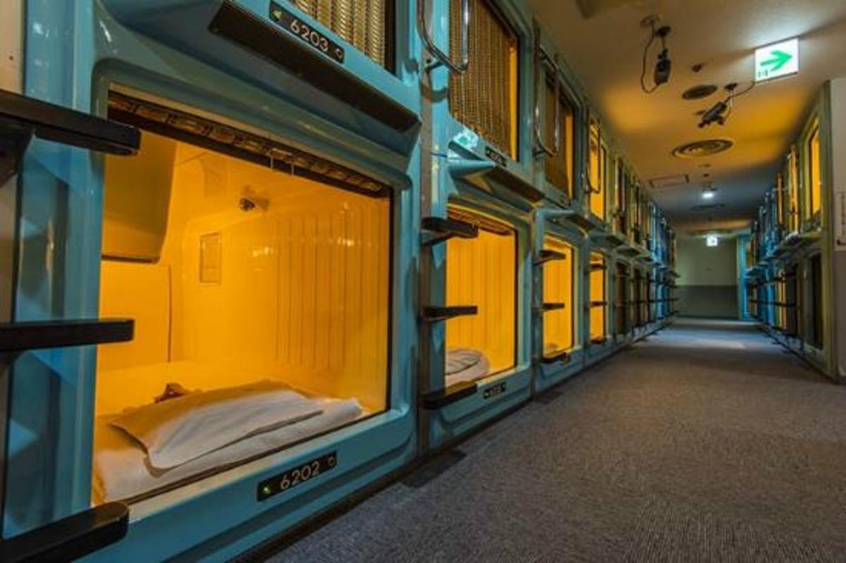 Located 5 minutes from Shinjuku Station, Shinjuku Kuyakusho-mae Capsule Hotel places you right in the heart of one of Tokyo's main shopping and nightlife districts. It is one of four capsule hotels run by the Capsule Inn group.