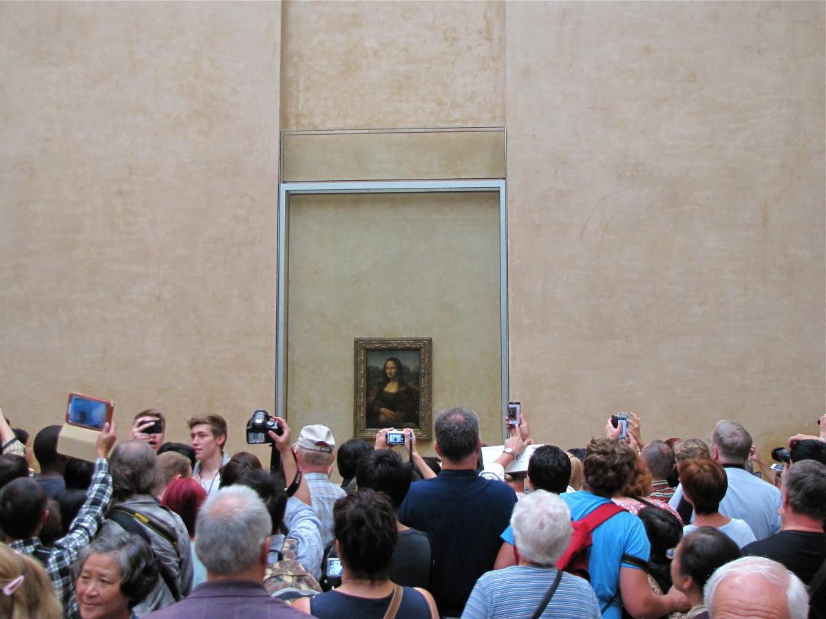 Crowd at the Mona Lisa.