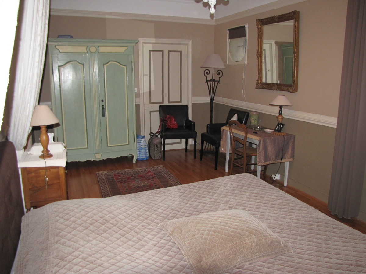 Large tastefully decorated rooms