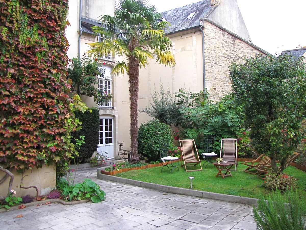 Le Manoir Sainte Victoire Courtyard