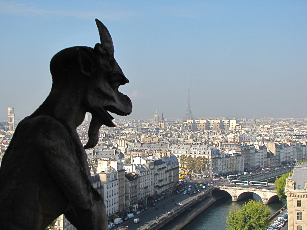 Chimera looking over Paris