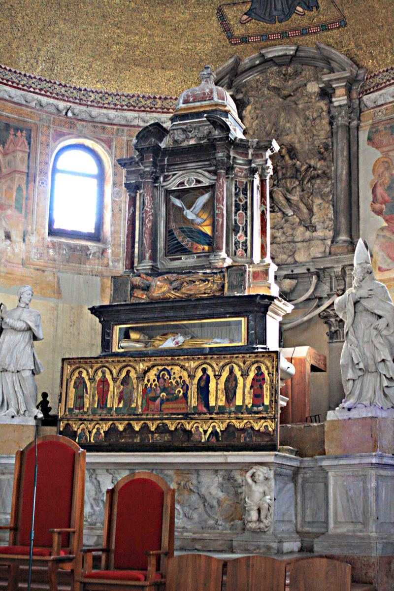 The altar of Santi Maria e Donato (two of the curved 'dragon ' bones can just be seen behind the altar on the right side)