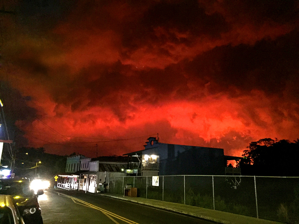 Sky above Pahoa turns red at night (reflection from the lava flow 3 miles away)