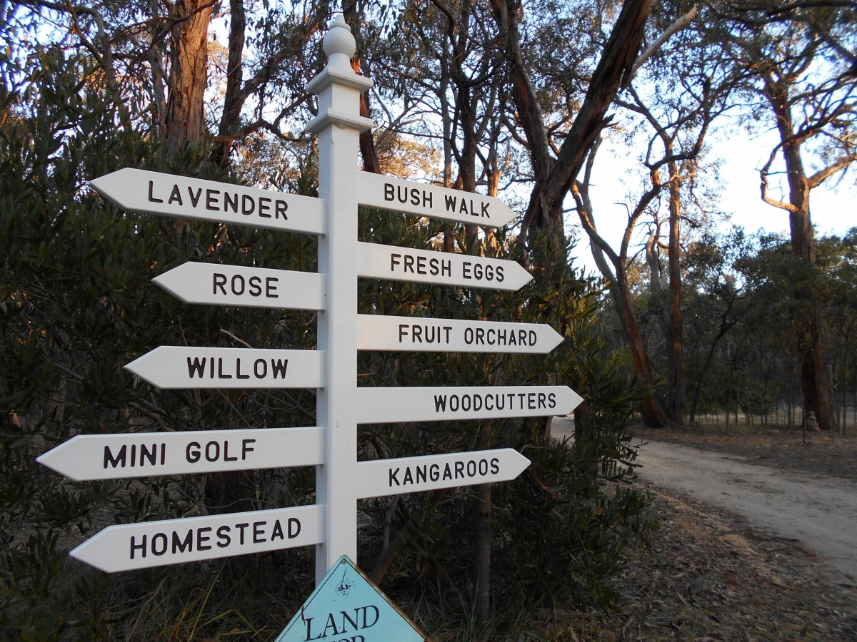 Directions to the cottages and play areas.