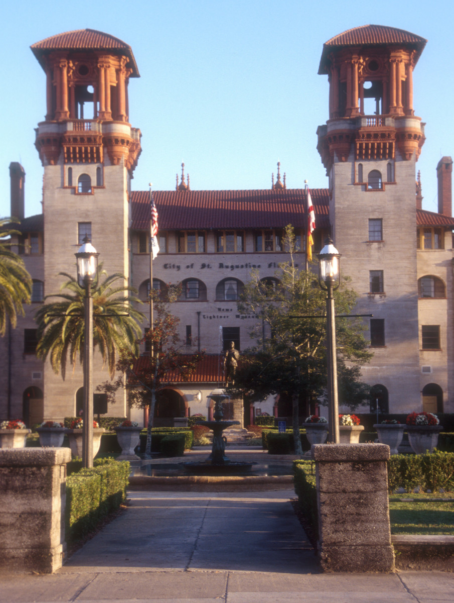 Housed within the historic Hotel Alcazar building in downtown St. Augustine, The Lightner Museum is a museum of antiquities, mostly American pieces from the Victorian era, including some impressive period glass, and stained glass pieces.