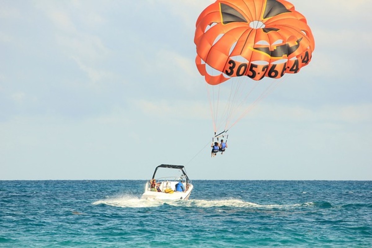 A thrilling experience, parasailing will give you an entirely new view of Destin and the Gulf.  You can spot the dolphins and turtles from the sky.  An unforgettable experience for all the family.  You can book your tickets the day before.