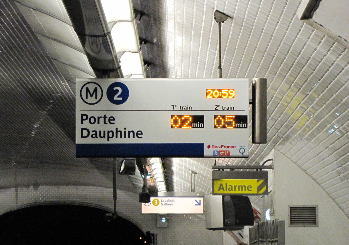 Paris Metro - Easy to read signs
