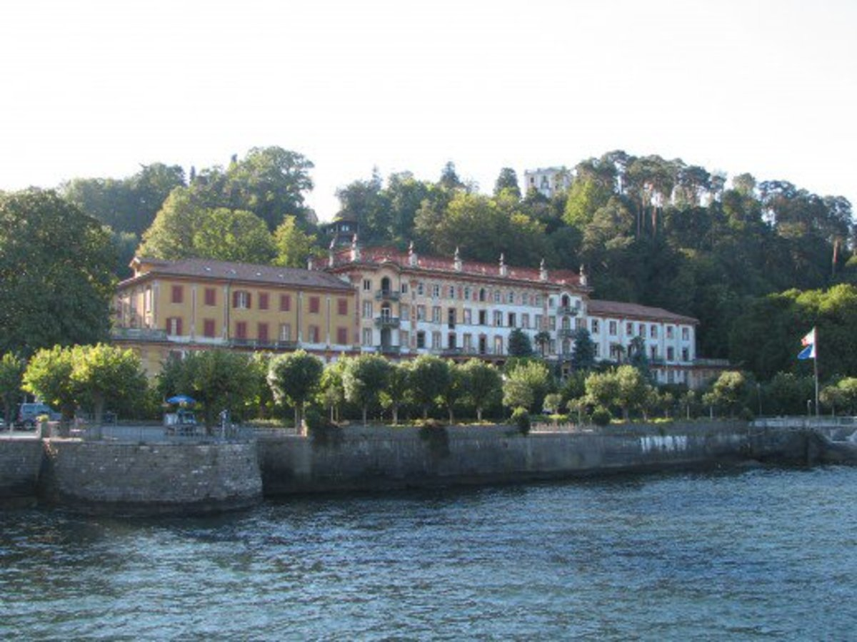 In 1937 Franz Liszt and his mistress Comtesse Marie d'Agoult stayed for four months in Bellagio on their way from Switzerland to Como and Milan. It was here that he wrote many of the piano pieces which became Album d'un voyageur (1835–38).