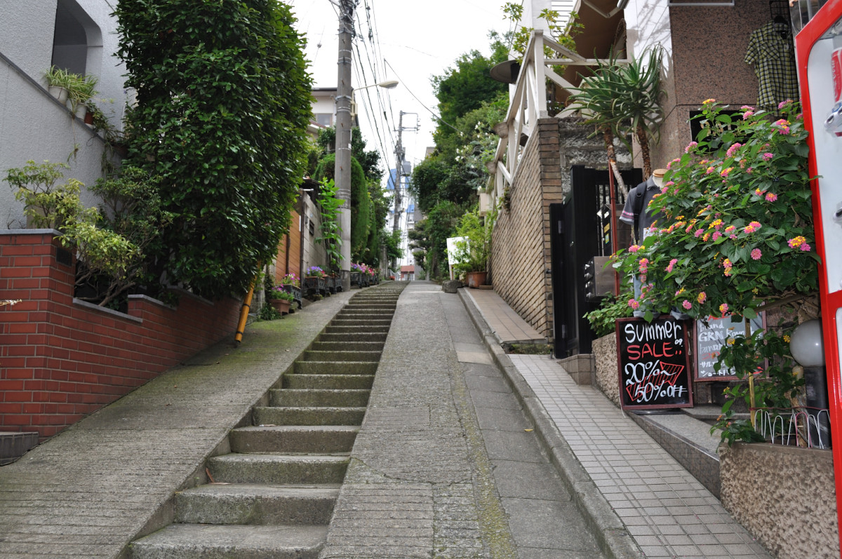 The charming streets of Daikanyama beckon you to explore!