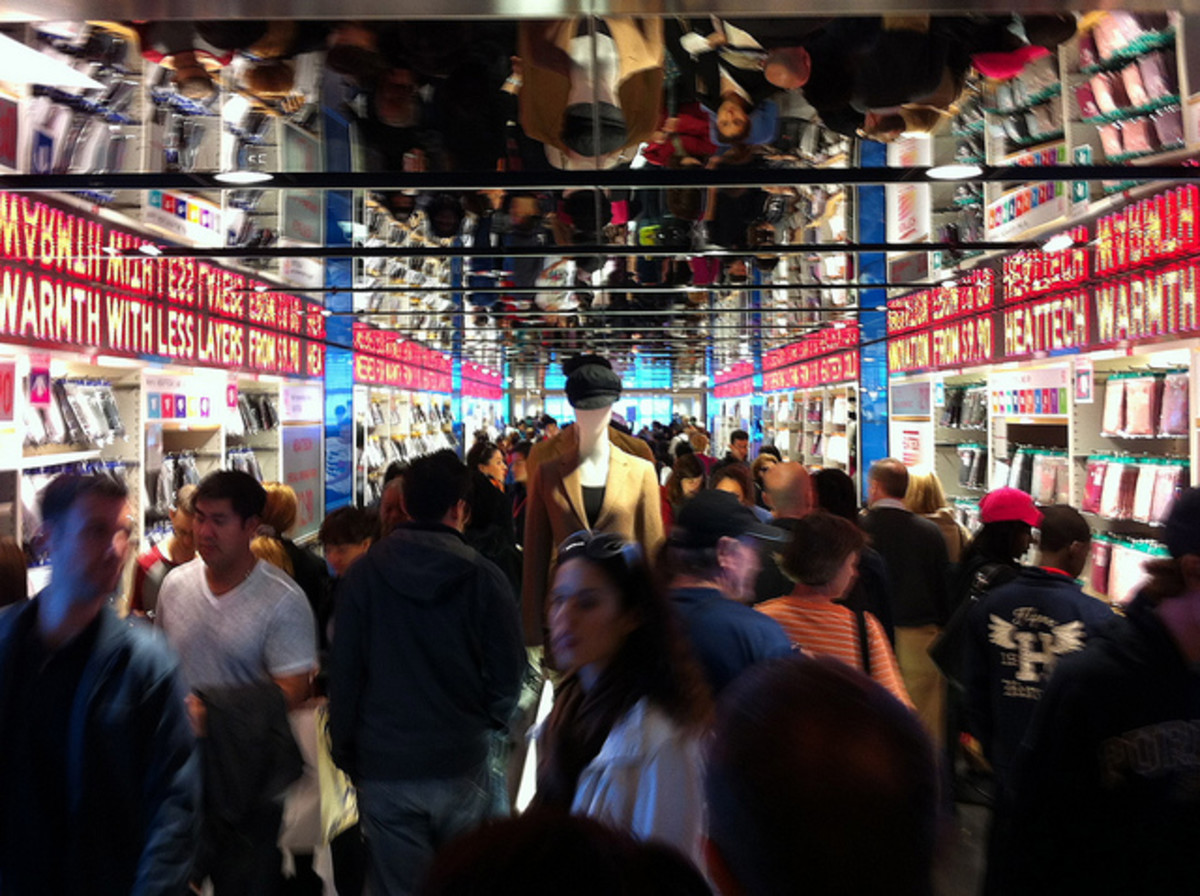 The World's Largest Uniqlo (12 Floors!) in Ginza, Tokyo