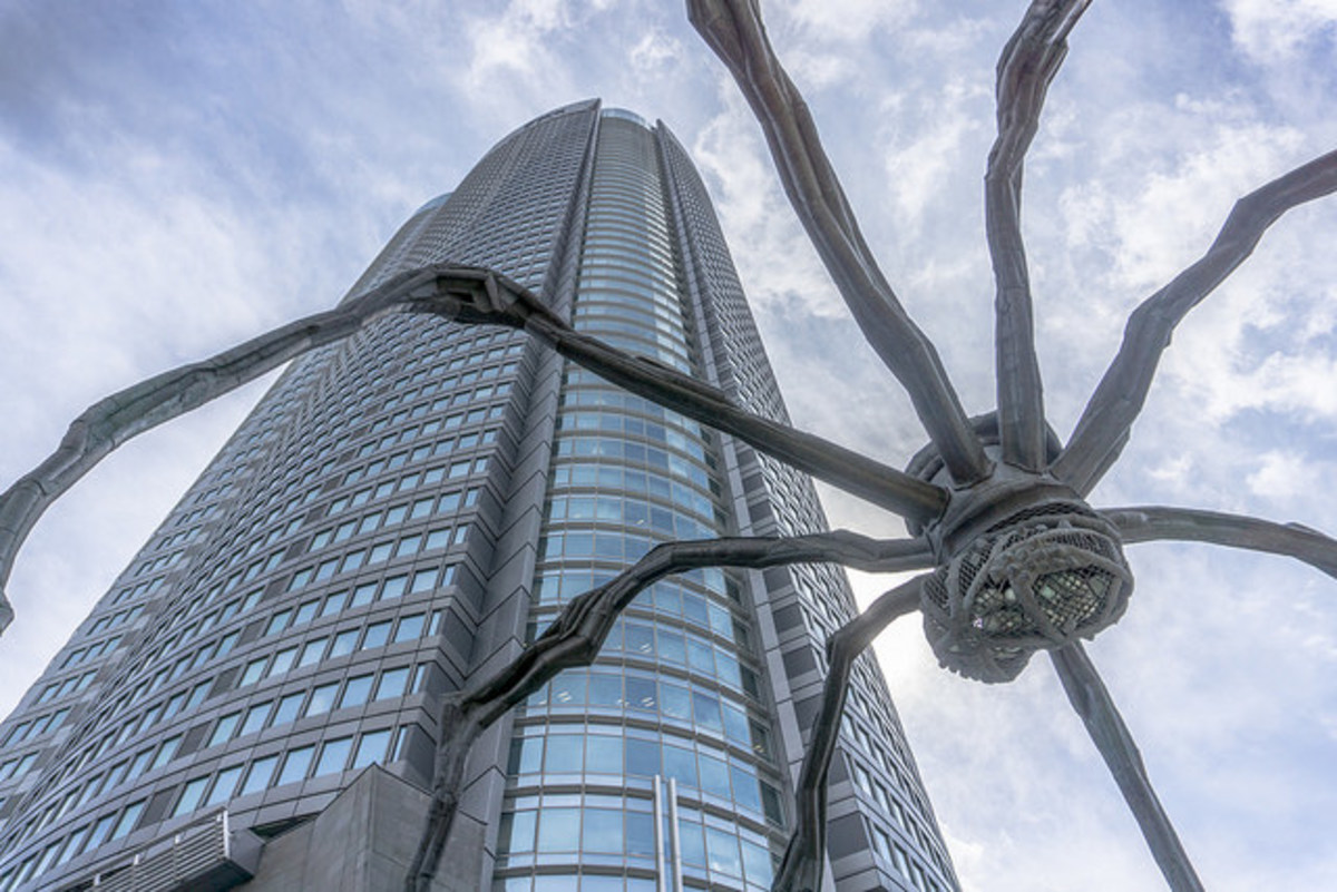 Mori Tower Maman Spider Sculpture in Roppongi Hills, Japan