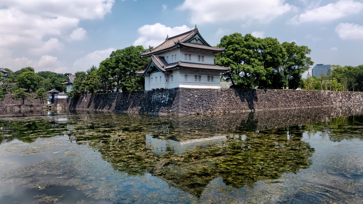 The Tatsumi-yagura Keep is part of the Imperial Palace complex in Tokyo and overlooks the Kikyo-bori moat.