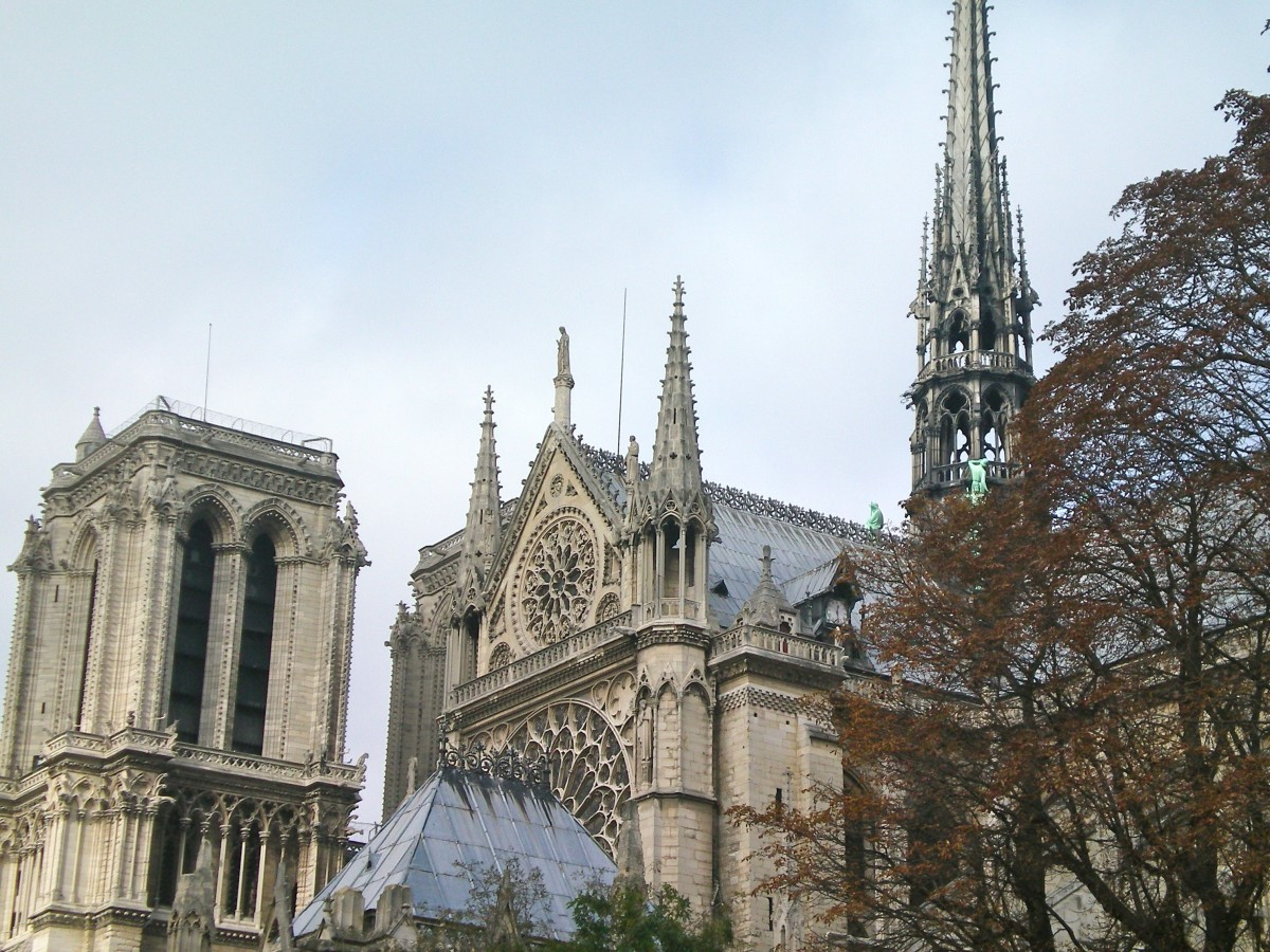 An unusual angle of the Notre Dame © A Harrison