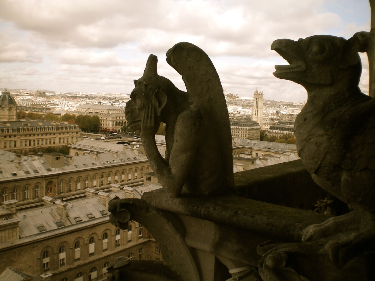 Pondering another day of sight-seeing in Paris (c) A. Harrison
