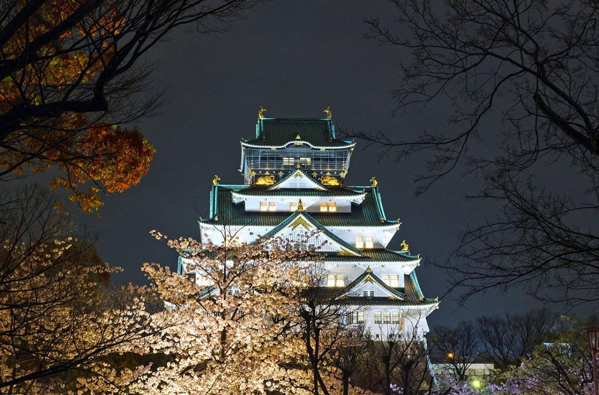 Osaka Castle during cherry blossom season.
