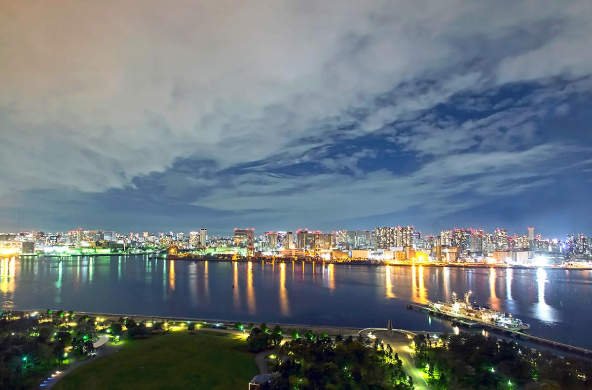 Tokyo Bay at midnight.
