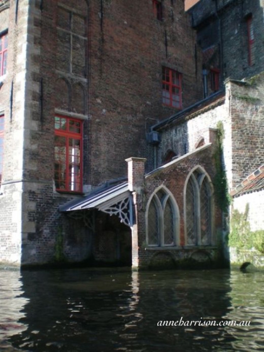 The water entrance to Sint-Janshospitaal