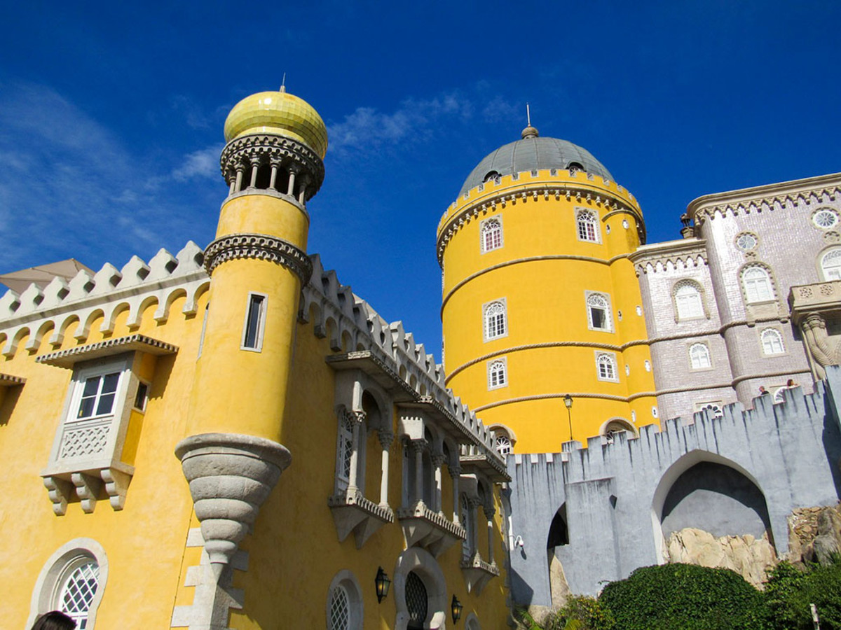Pena Castle: a visual feast of colors and architectural styles.