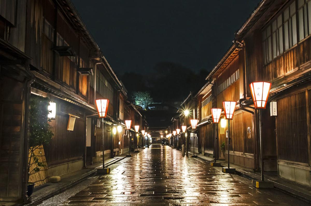 The Higashi Chaya District of Kanazawa on a rainy night.