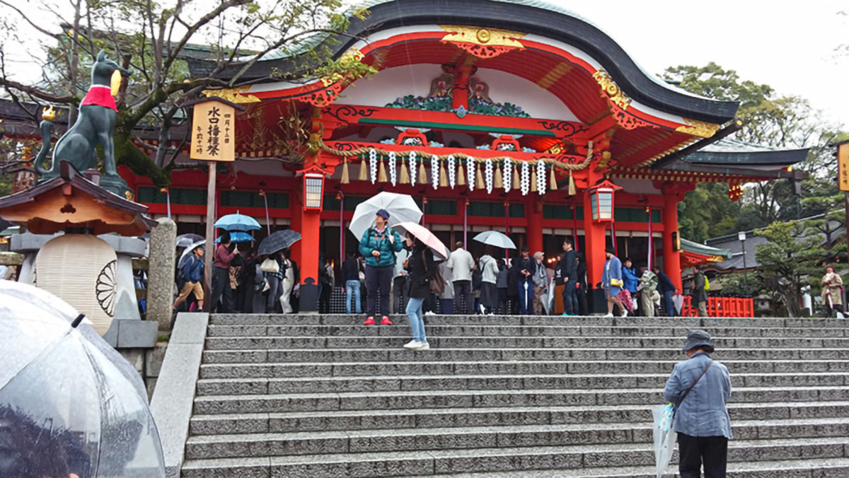 """The Japanese saying """"shou ga nai"""" is often applicable to bad weather days, such as this rainy afternoon at Fushimi Inari Taisha. You just have to make the best of things."""