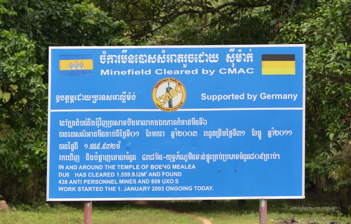 A sign showing mine-clearance