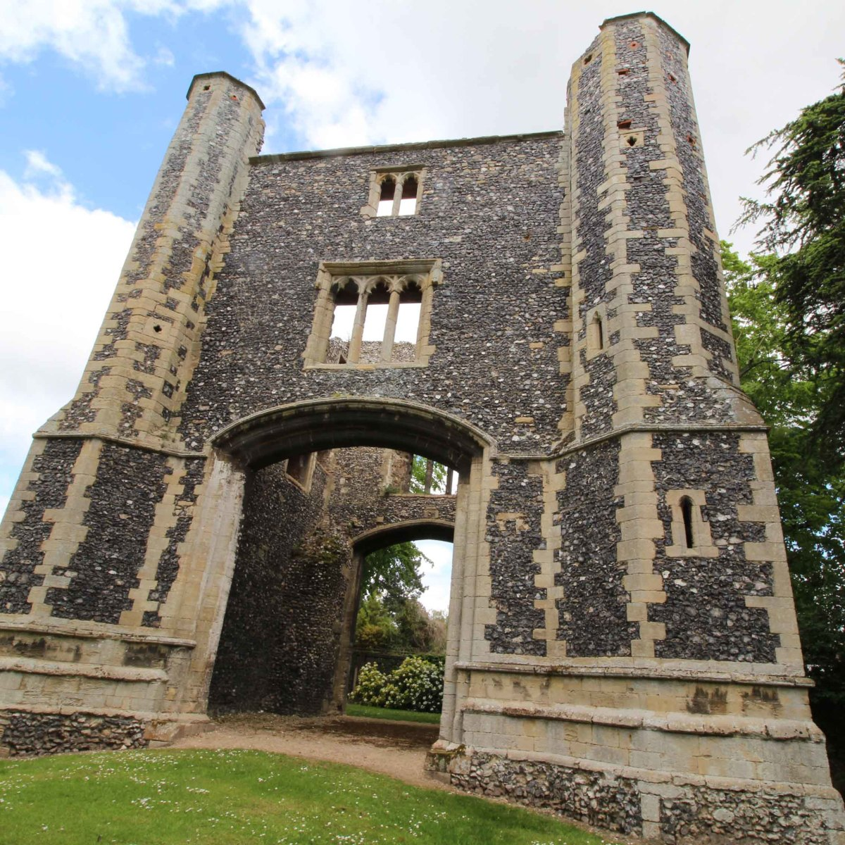 The 14th century gatehouse now stands in the grounds of a private house, but access is freely granted via an unlocked gate. Just respect the privacy of the home owner