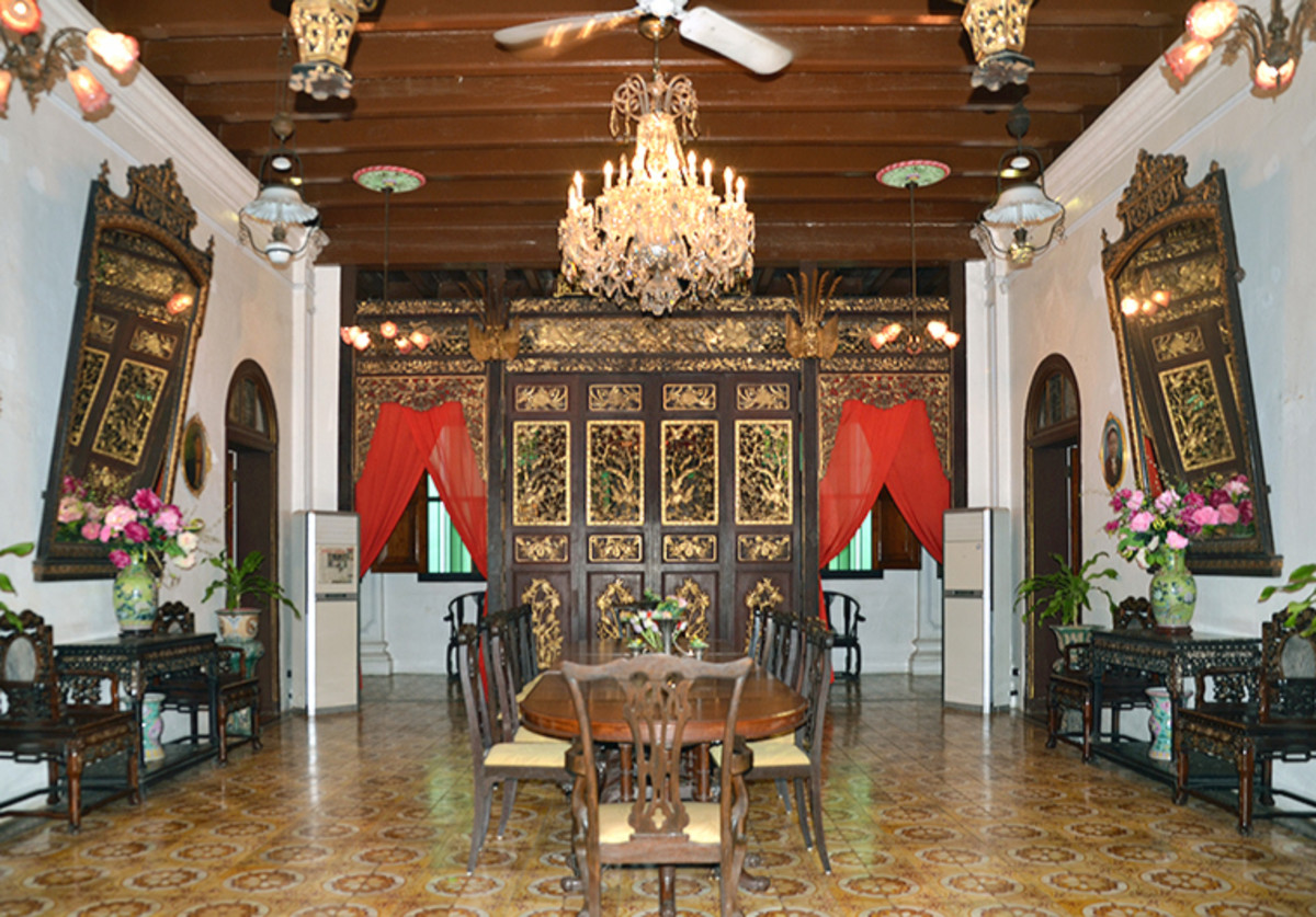 "A newer attractions, the Pinang Peranakan Mansion offers a glimpse of the opulent lifestyles of ""Straits-Born"" Chinese. Otherwise also known as the Peranakan people."