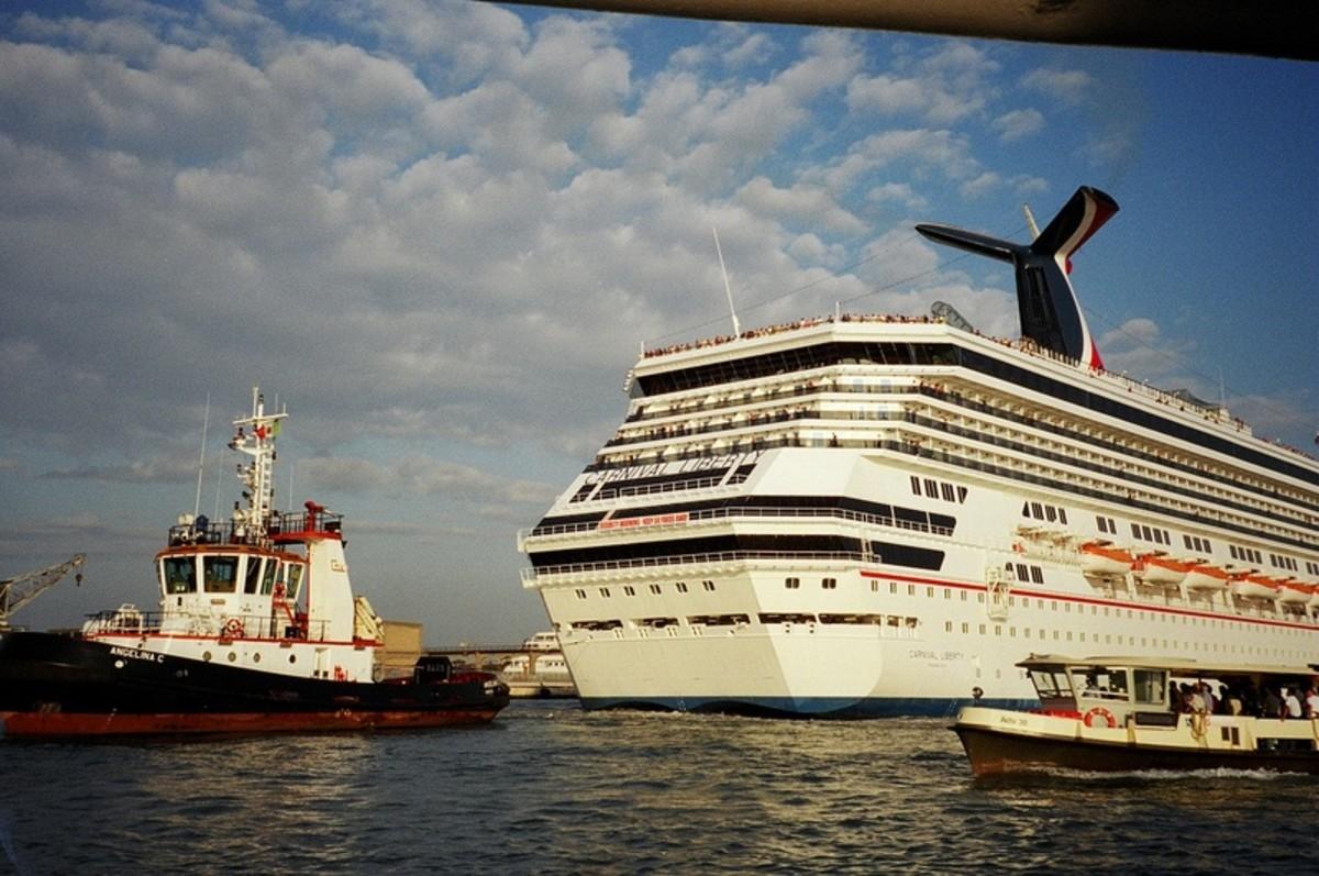 A cruise ship is propelled by tugs through the Laguna Veneta (the Venetian Lagoon) east of Venice.