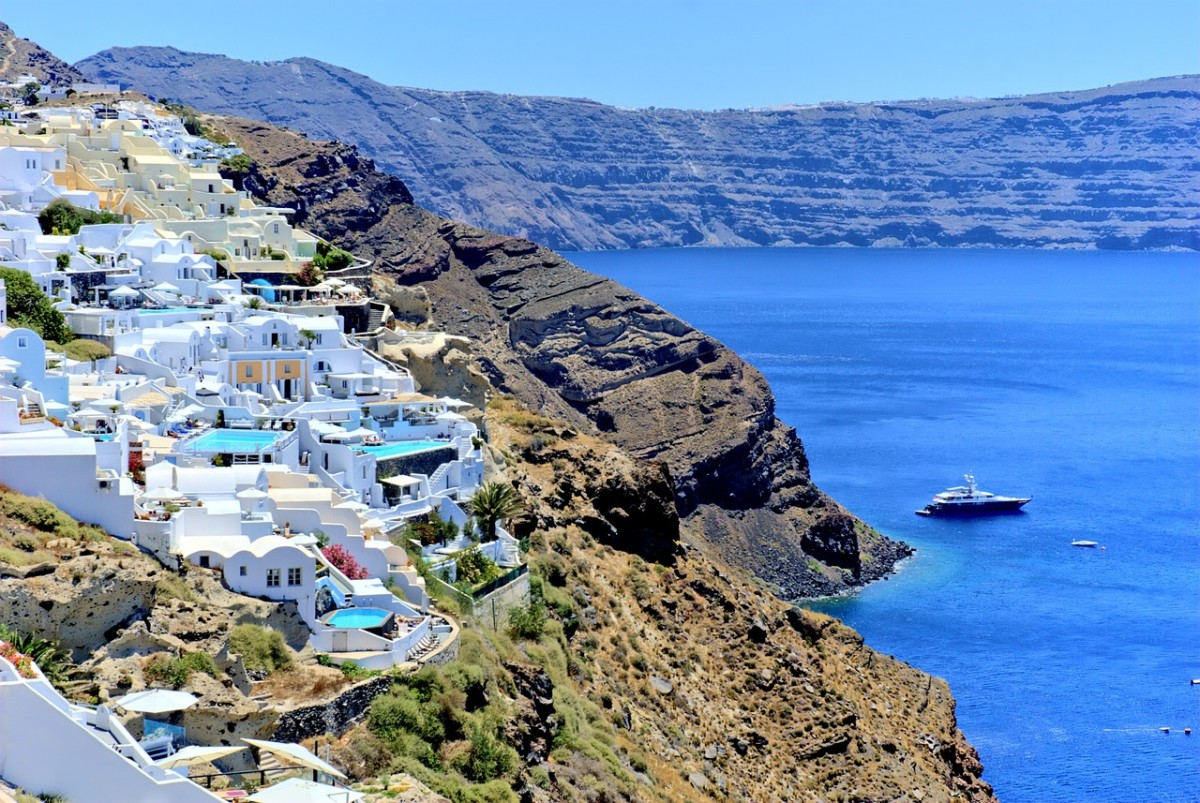 The caldera's edge, Santorini