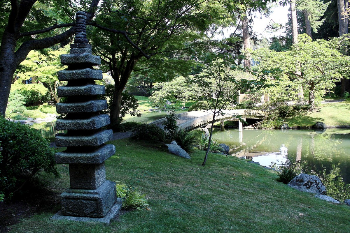 The 7-storey pagoda and the 77-log bridge