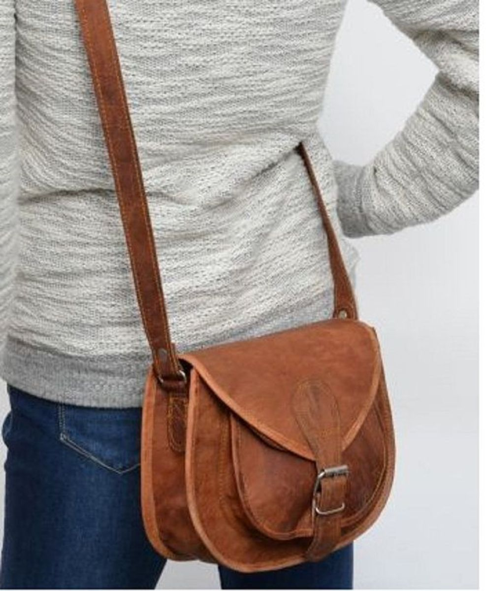 Buy a crossbody bag or purse from at home or in Bali (about $5-$10 AUD at any market).  Keep the bag facing away from the street.