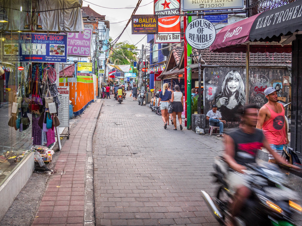 The streets of Bali can be busy, crowded and hectic.  Follow these tips to stay safe.