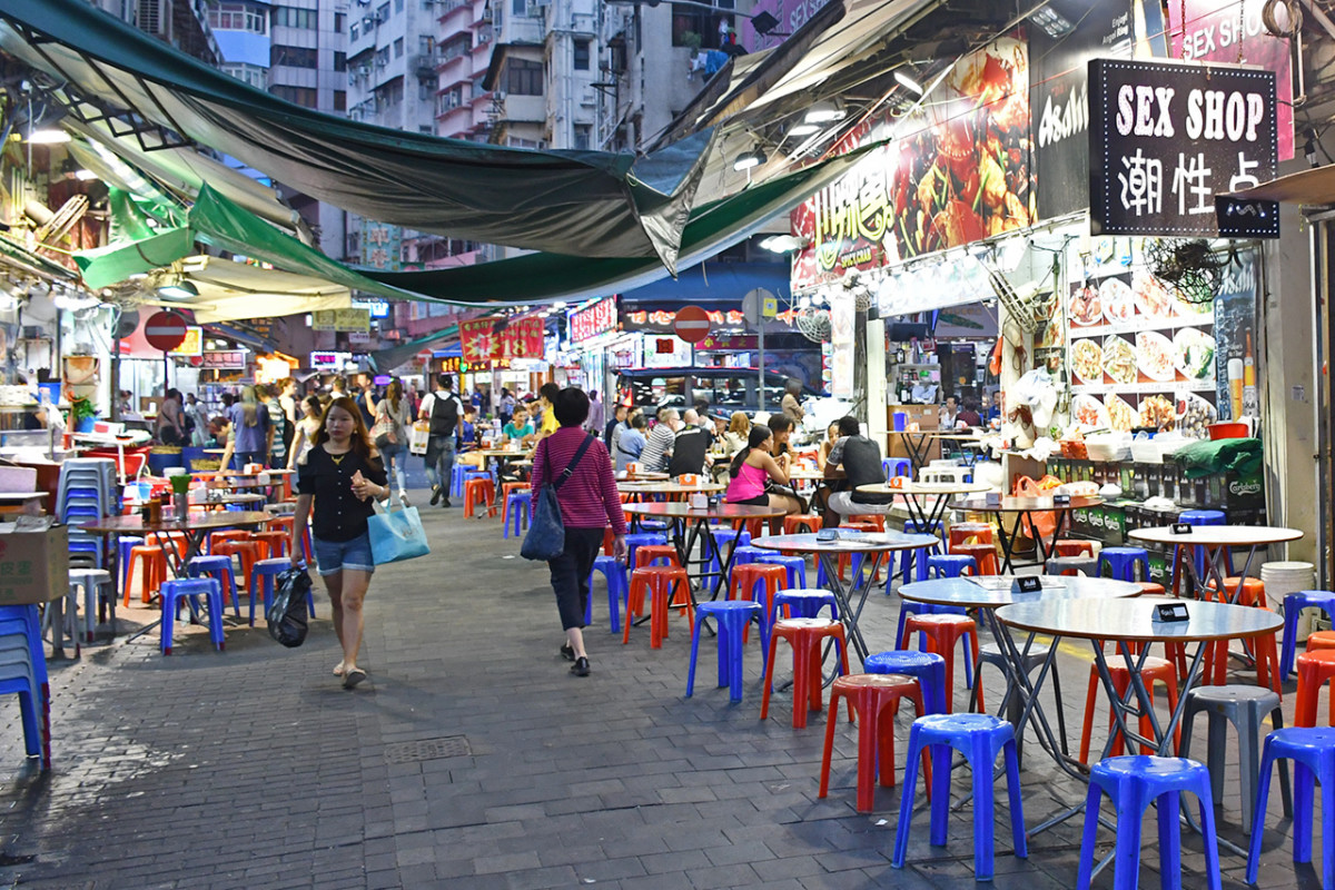 Nanking Street eateries. The road runs perpendicular to Temple Street night market and is famous for crab dishes.