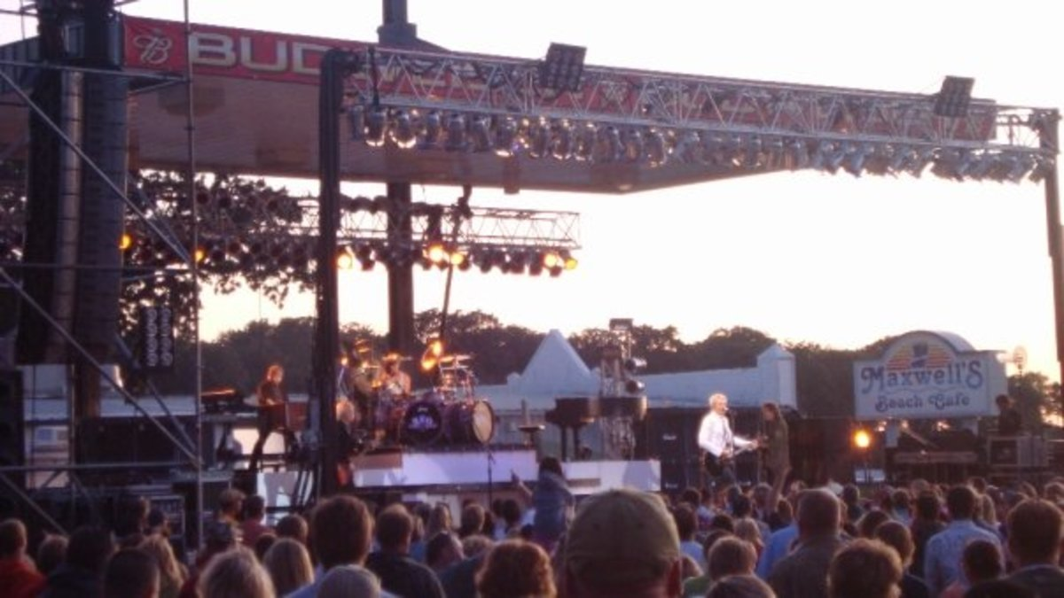 2009 REO Speedwagon concert in Arnold's Park Preservation Plaza