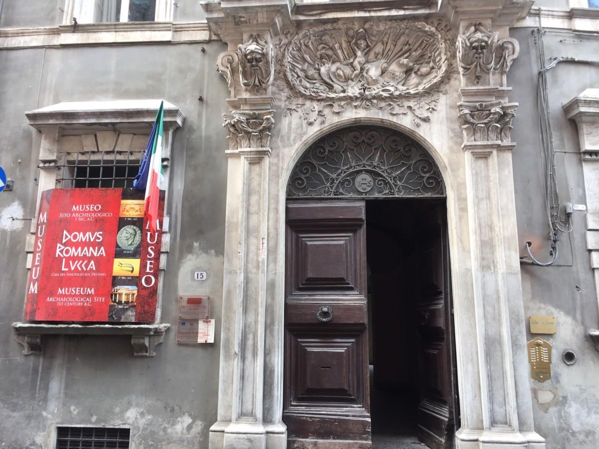 Entrance to Relais San Lorenzo and Domus Romana Lucca Museum.