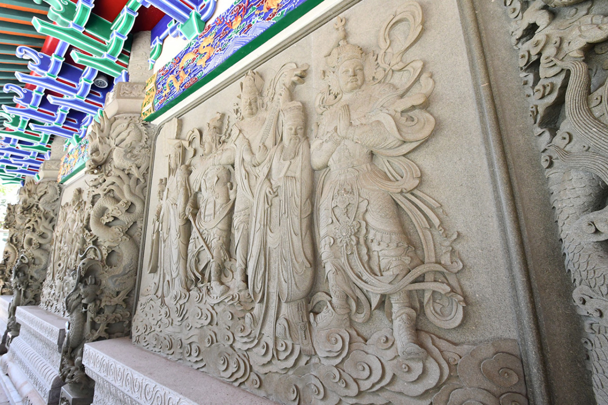 Beautiful Chinese Buddhism murals adorn several walls of Po Lin Monastery.