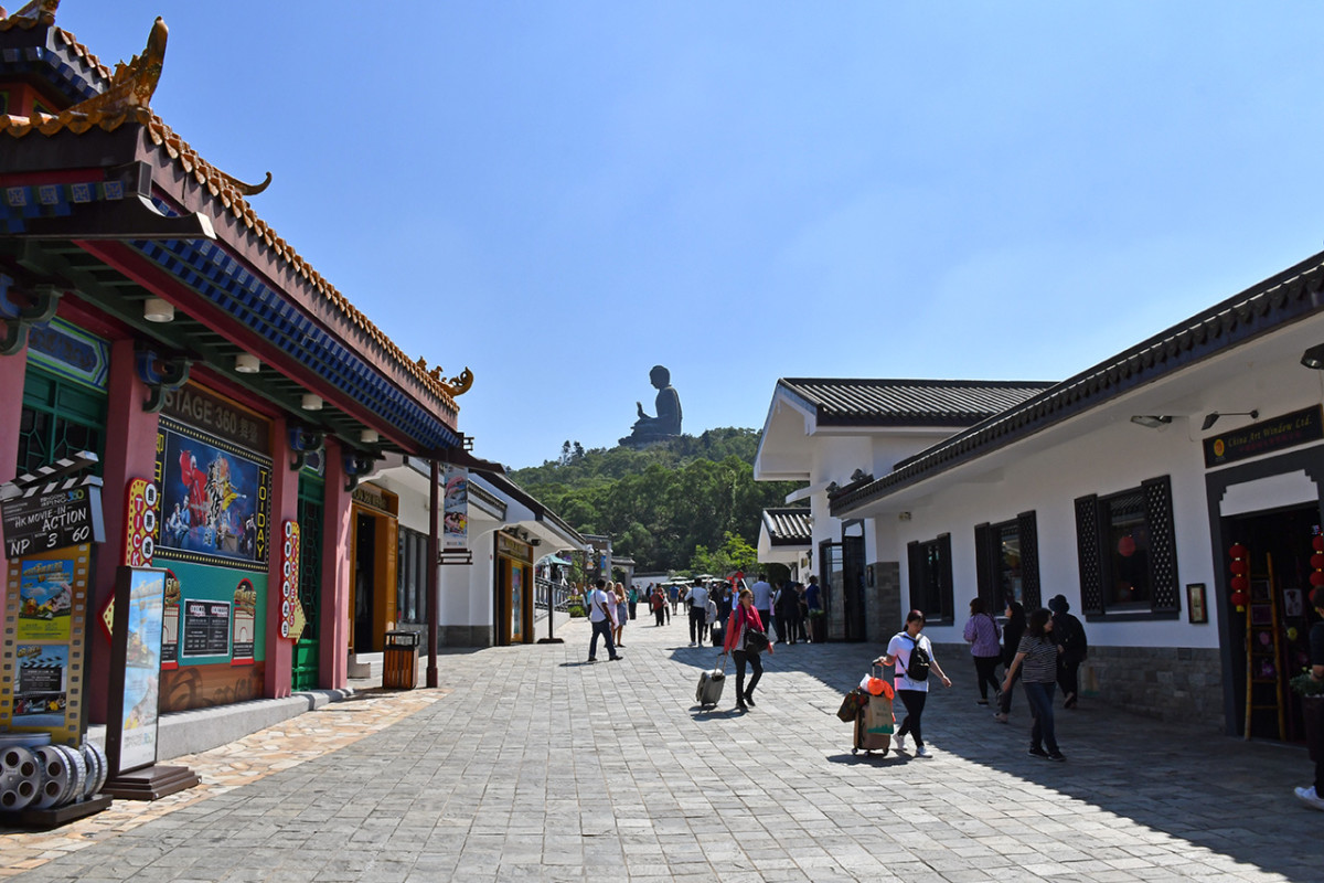 The thoroughfare of the Village, with a direct view of Tian Tan Buddha.