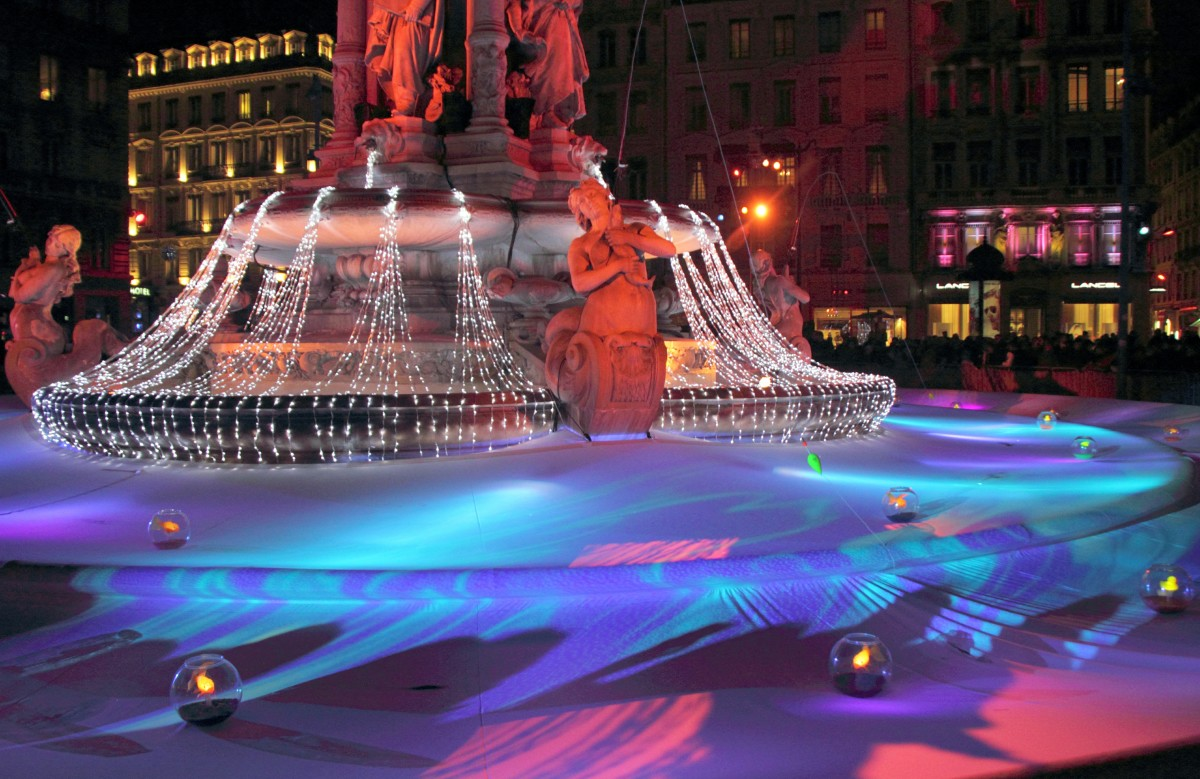 Light installation in the Place des Jacobins