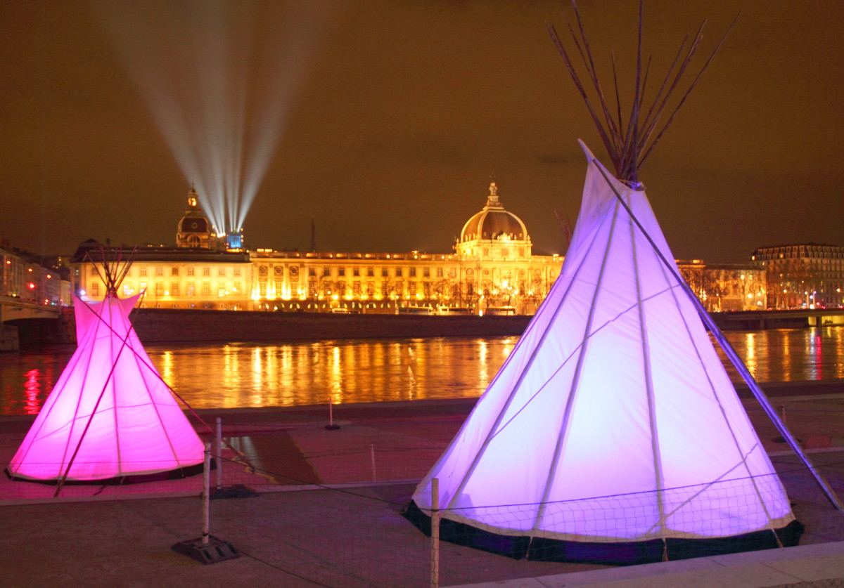 Light tipis along the Quai de l'Université