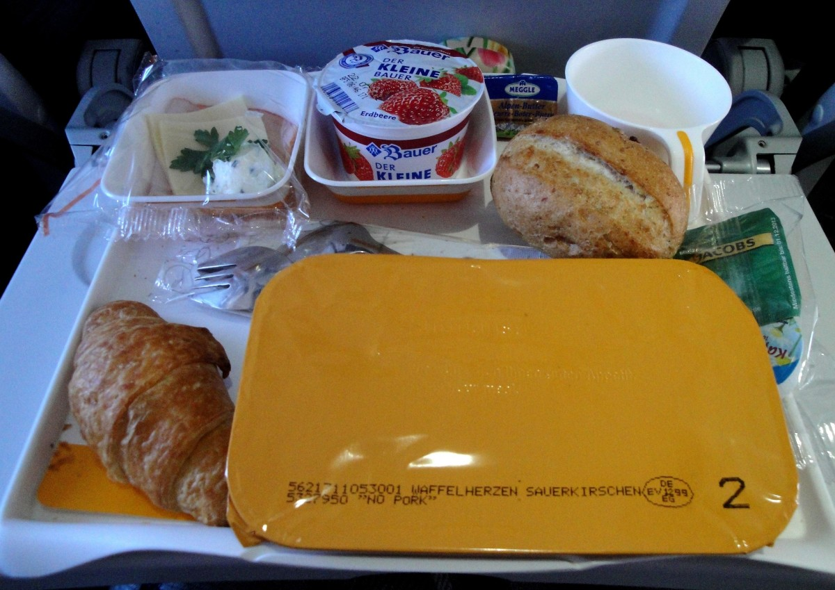 Although people often complain about airline food, the one thing it's got going for it is that the portion sizes are usually quite modest and well balanced. Sitting in a cramped seat when you are feeling bloated and stuffed is not comfortable.