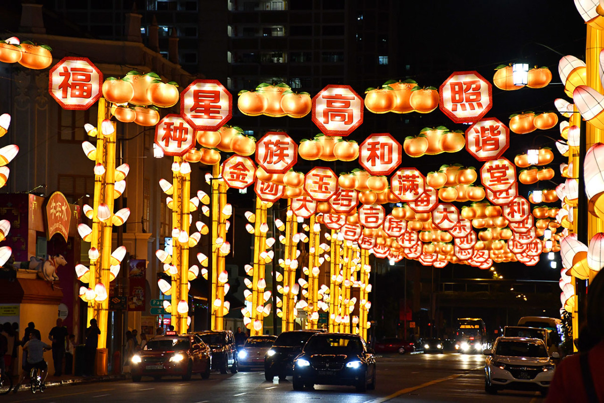 Chinatown Chinese New Year Festive Light-Up 2018. Such festive light-ups are among the best free attractions in Singapore.