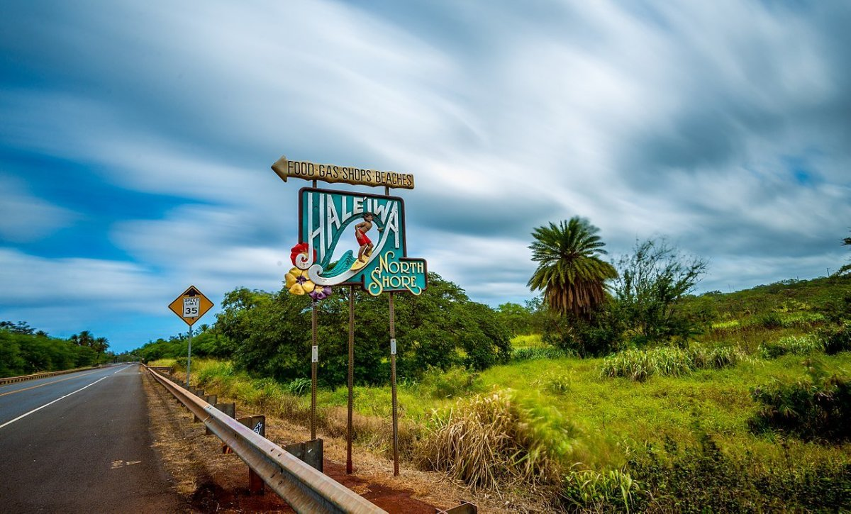 The sign on the highway pointing to the surfing town.