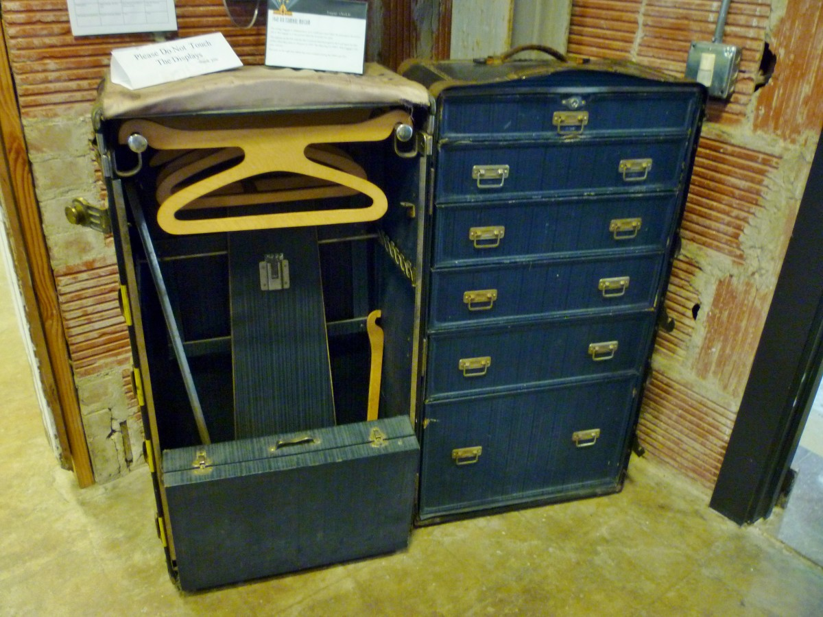 Vintage 1940s & 1950s luggage at 1940 Air Terminal Museum